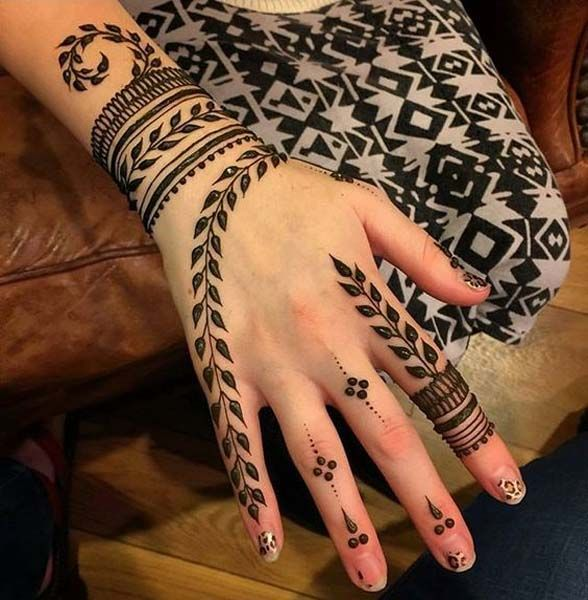simple but beautiful mehndi design