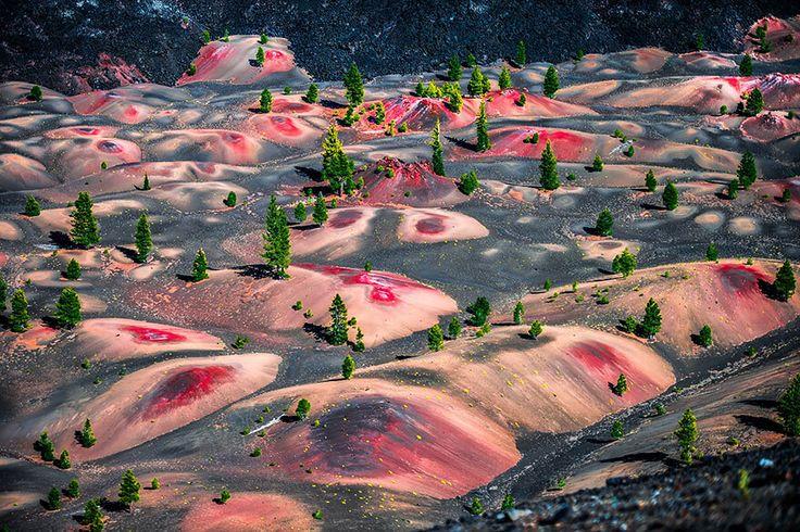 Les dunes colorées du Parc national volcanique de Lassen, Etats-Unis