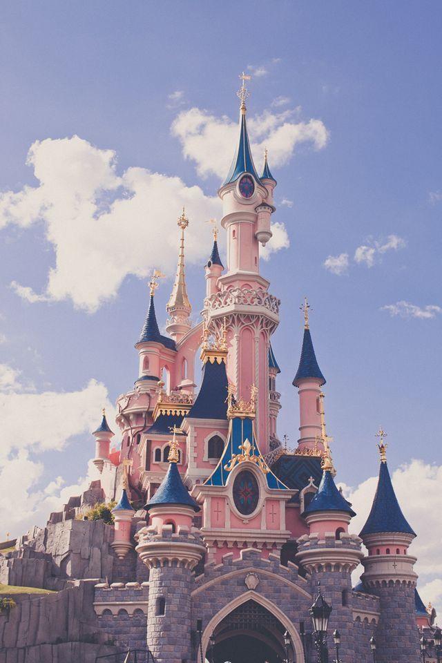 Pin De Dasha En Series Movies Disney Castle Castillo De La Bella Durmiente Peliculas De Disney
