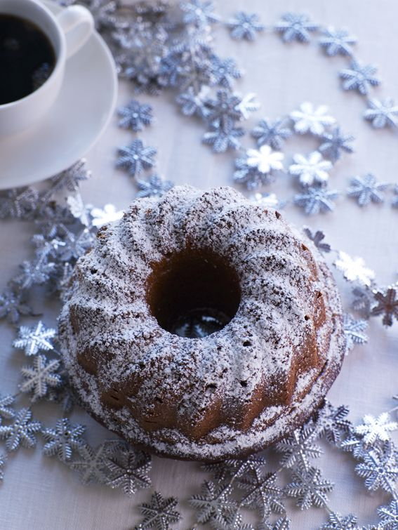 Taatelikakku on joululeivonnaisten kunkku! Kokeile ja ihastu: http://www.dansukker.fi/fi/resepteja/helppo-taatelikakku.aspx #taatelikakku #ohje #resepti #joululeivonnaiset