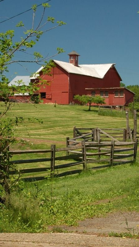 Build a corral fence woodworking projects plans for American barn homes