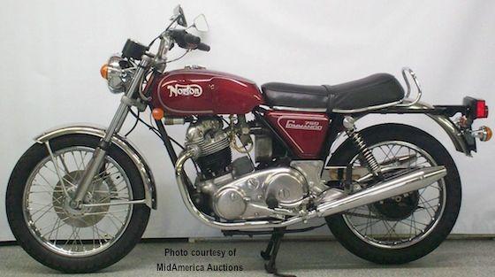 """När jag som 16-åring körde omkring på en Zundapp 125cc var det här jag drömde om - en 1973 Norton Commando 750 Roadster - så ser en """"riktig"""" motorcykel ut eller hur?"""