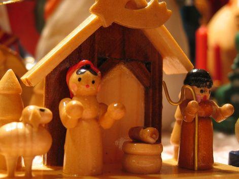 """#Mensajes / #Predicaciones Cinco anuncios de la venida de Jesús al mundo (Wenceslao Calvo) http://iglesiapueblonuevo.es/index.php?codigo=2749 """"El ambiente entre fiestas, regalos, compras, anuncios de juguetes y colonias, y ese tipo de cosas al final hace el mismo efecto del belén napolitano porque termina difuminando lo que da sentido a estas fiestas.""""  #Navidad #NacimientoDeJesus #Belen #Nacimiento #Anuncio #Salvador #Jesus #JesusSalva"""