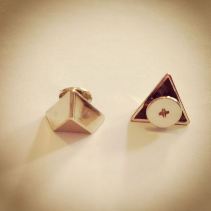 Tapioka Boutique - gold trianglar studs https://www.etsy.com/hk-en/shop/TapiokaBoutique