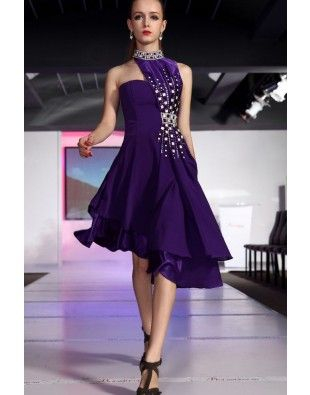 Une magnifique robe pourpre asymétrique #robecourte #dress #robedesoire #coktail #gala