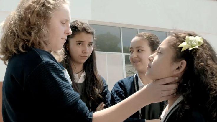 Director: Carlos Cuarón  Producción: Nivel Diez, Film & Post Tema: Bullying   Tras recibir abusos y  maltratos en la escuela, Mariana  de 10…