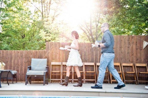 Fancy Backyard Wedding : says a wedding has to be a fancy affair? We love this backyard wedding