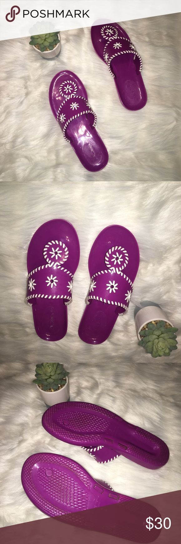 Women's Purple Steve Madden Floral Jelly Sandals Style similar to Jack Rogers Jelly Sandals. No longer sold. Super cute Statement sandal 💯 Steve Madden Shoes Sandals
