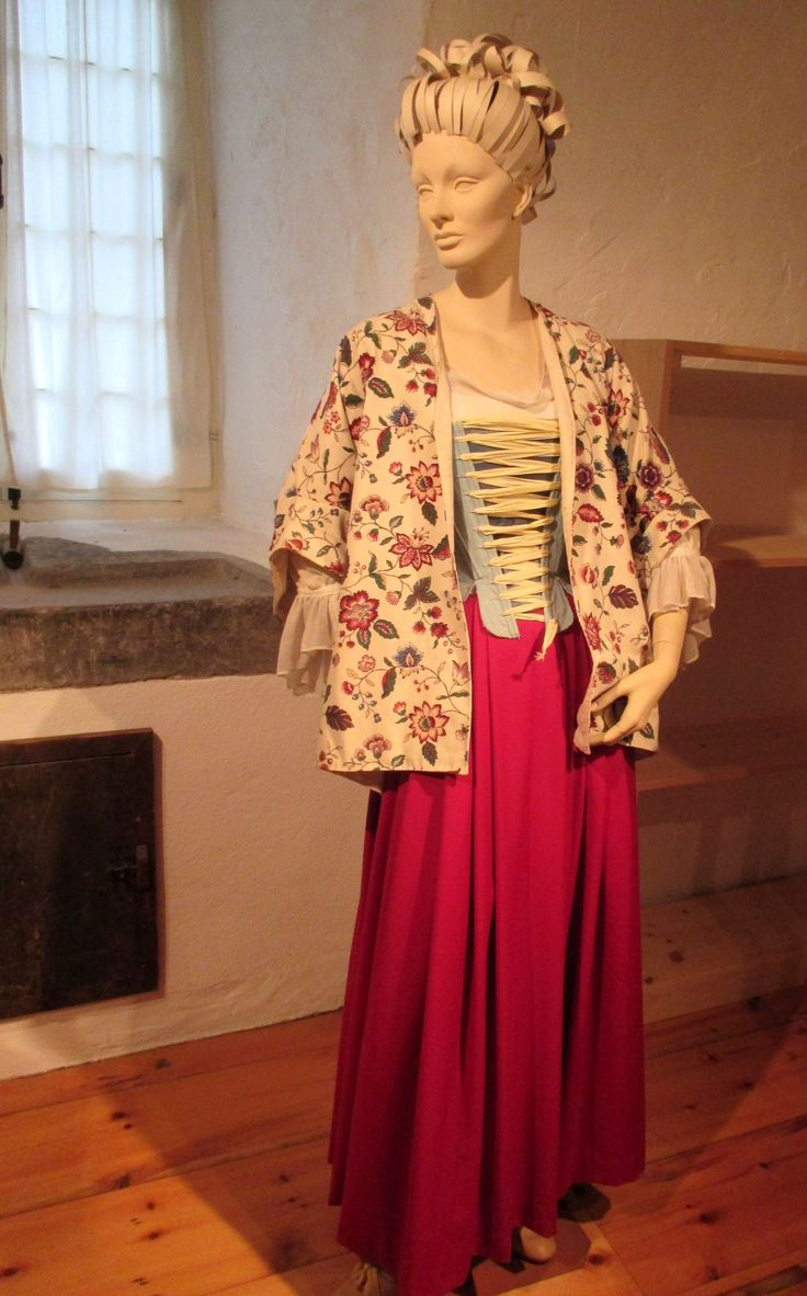 1000 images about 18th century women s clothing reproductions model of an upper class 18th century french canadian w in undress at château