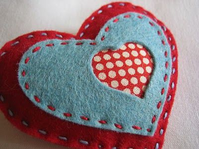 alidei: corazones de fieltro / felt hearts with fabric-backed cut out