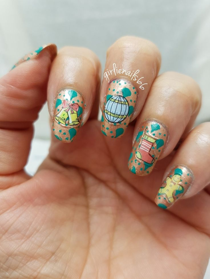 Christmas Wrapping Paper Nails
