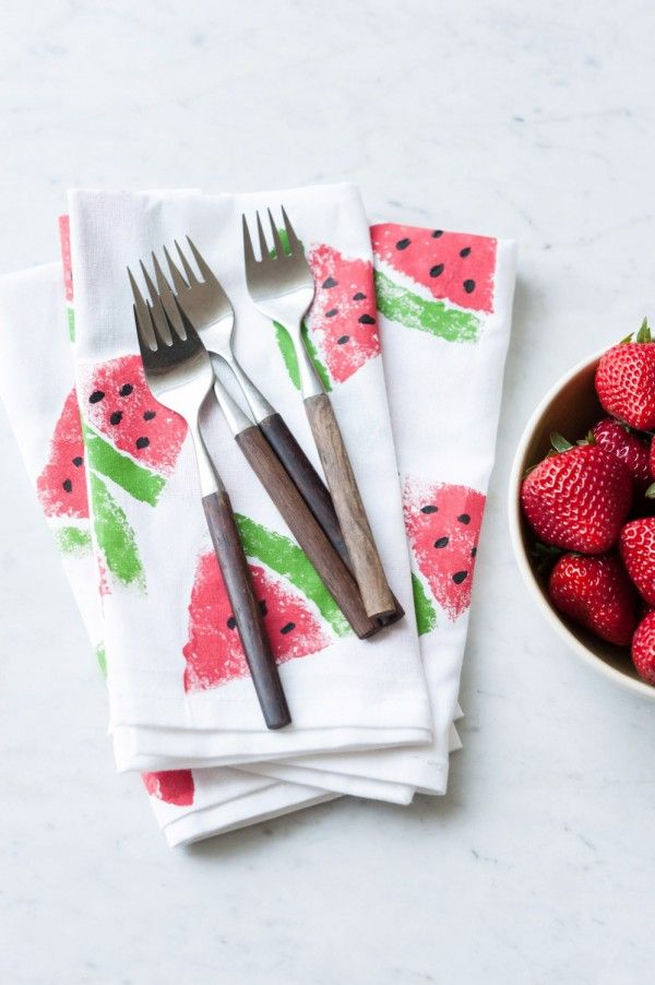 DIY Watermelon Print Napkins by @cydconverse via The Sweetest Occasion/ Photos by Alice G Patterson Photography