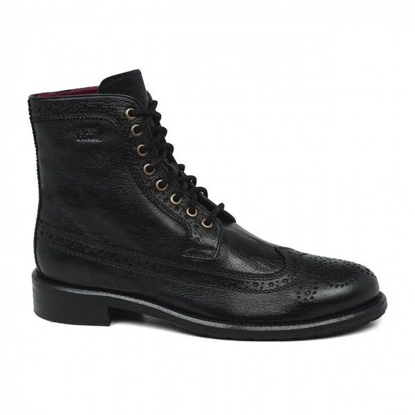 Bota Brogue West Coast, cabedal couro preto (napa com pintura manual).