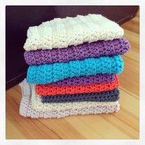 DIY - Gratis mønster på heklede kluter #diy #free #pattern #mønster #hekle #heklet #hekling #crochet #crocheting #klut #kjøkkenklut #vaskeklut #colours #yarn #garn
