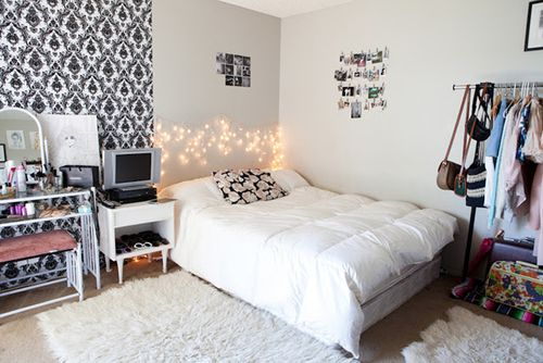 I love the all white bedding because then I can buy all different colour throw pillows and change them on whatever mood I'm Ina bs never have to change my bedding