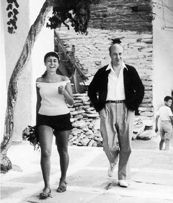 Μαρίνα Καραγάτση και ο Οδυσσέας Ελύτης όπως τους ''συνέλαβε'' με το φακό του ο Ανδρέας Εμπειρίκος