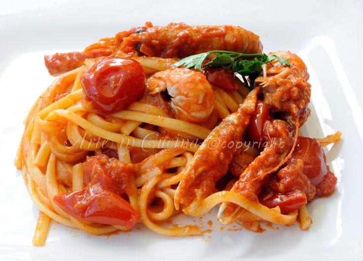 Linguine con scampi e tonno al pomodoro, ricetta facile, primo piatto di pesce, pasta con frutti di mare, idea menu a base di pesce, linguine saporite, pasta la sugo