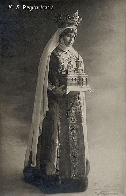 Königin Marie von Rumänien in herrlicher Tracht