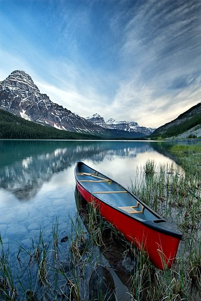 Lower Waterfowl Lake, AB reveals the beauty of Canadian lakes and Rockies... take me here, please! #CDNGetaway