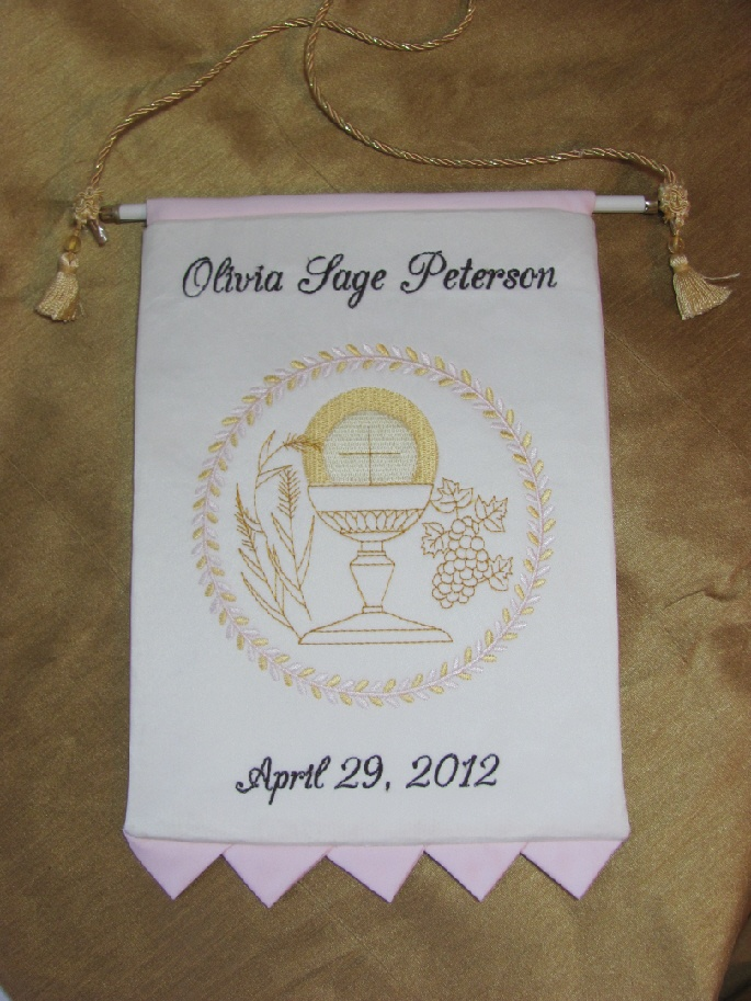 This communion banner for a girl included prairie points at the bottom instead of using trim by irishandmore.etsy.com