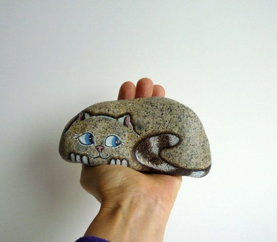 Medium Hand Painted River Rock Cat Petrified Cat por qvistdesign
