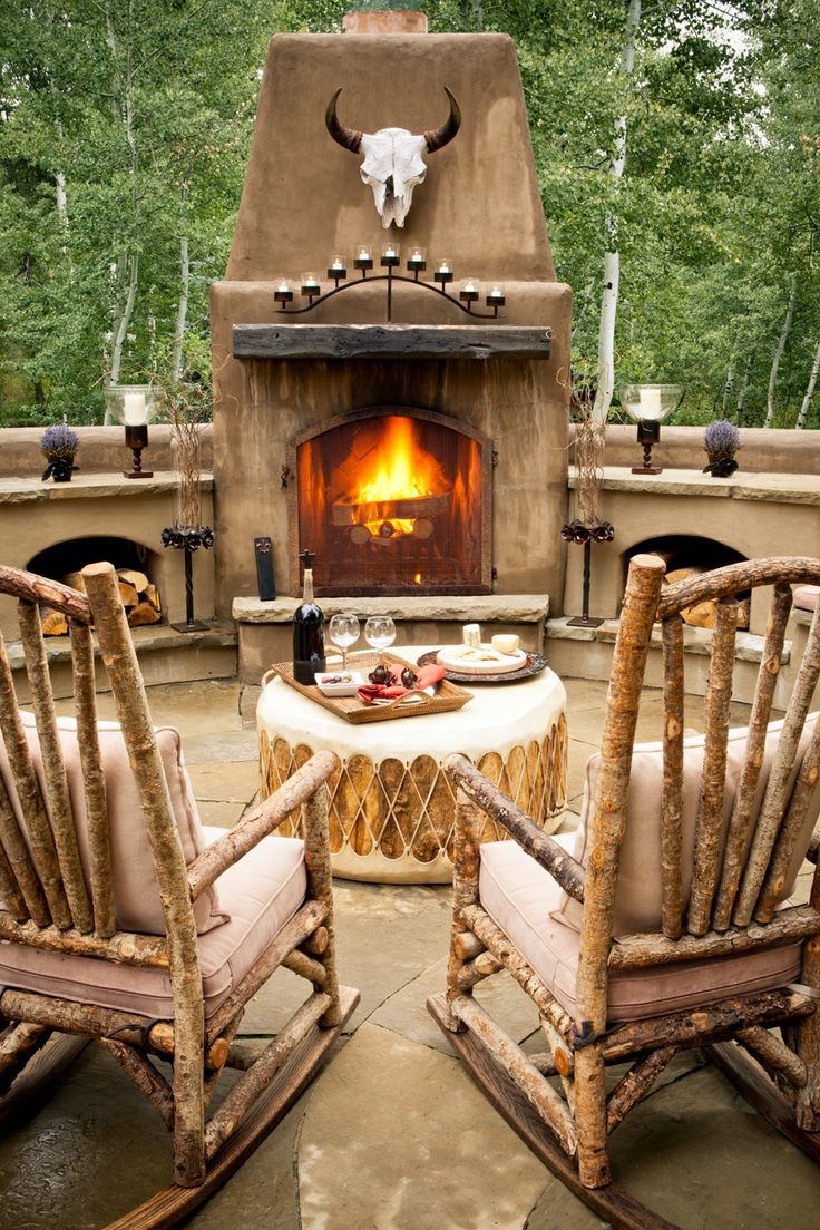 Outdoor living, Western style! We would have to ditch the steer head though