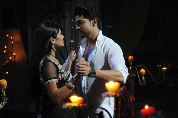 Yash romancing Aarti