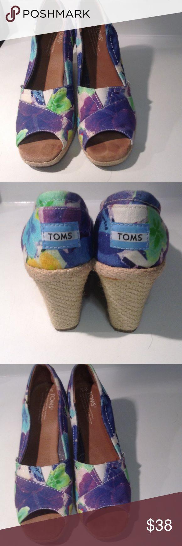Floral TOMS wedges EUC 8💕💕💕 EUC TOMS Shoes Wedges