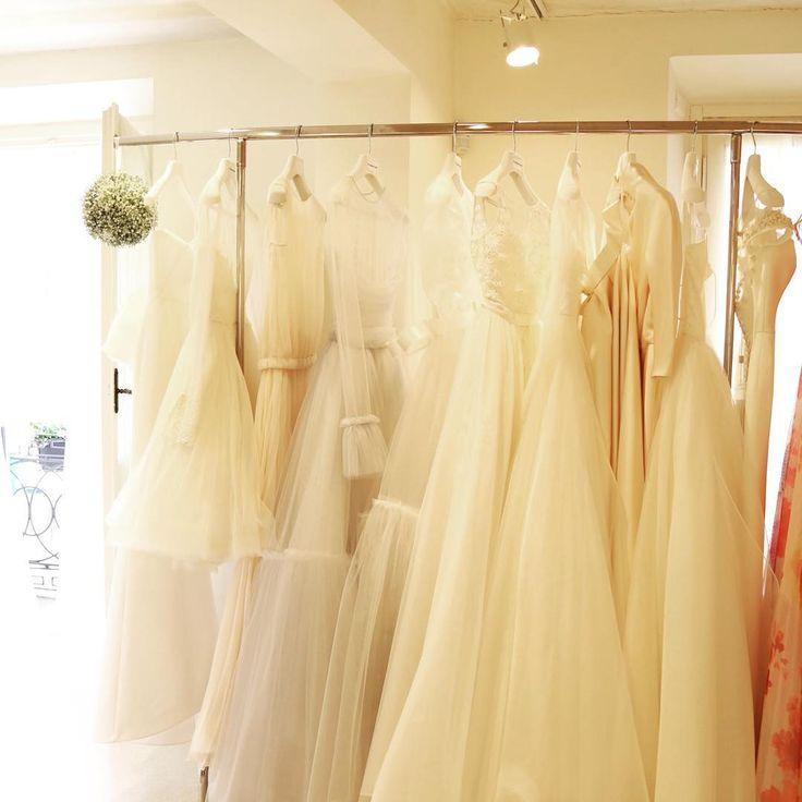 le spose de gio のアトリエのあるモンツァへ @lesposedigio  アトリエに一歩足を踏み入れた瞬間の ワクワクと感動。 イタリアブランドの巧みな技術を感じさせる上質な生地、パターン、洗練されたセンス。  すばらしすぎてため息の連続✨  #ラビアンローゼ#weddingdress#weddinghair#bridal#wedding#dress#bouquet#shooting#photo#original#ウェディングドレス#オリジナル#ヘアメイク#撮影#ブーケ#プレ花嫁#日本中のプレ花嫁さんと繋がりたい#weddingdress#weddinggown#bridalgown#bridalfashion#sayyestothedress#ウエディングアクセサリー http://gelinshop.com/ipost/1519272821217293812/?code=BUVipTZj_X0