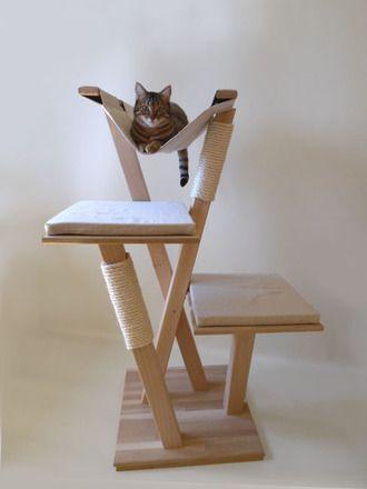 Arbre à chat naturel, en bois massif, à la fois solide et design. S'intègre facilement dans tous types d'intérieur.  Modèle sur commande, livraison par transporteur dans to - 13224713