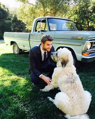 When Liam posed with Dora, the beautiful rescue puppy Miley helped him find. | 17 Times Miley Cyrus And Liam Hemsworth Were Everything In 2016