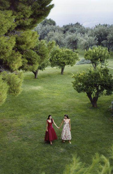 Luisa beccaria De los curiosos setos con aristas del Palacio de Liria a un paraíso silvestre en Venecia. Te invitamos a recorrer los jardines privados más bellos del mundo. ¿Quieres saber quiénes son sus privilegiados dueños?