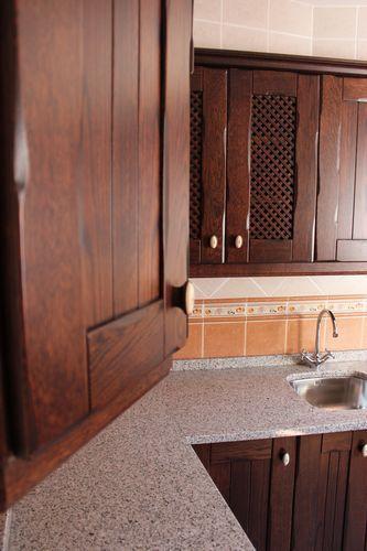 encuentra este pin y muchos ms en ideas para el hogar de yanirapv de diseo de cocinas en chinchon madera rustico oscuro encimera