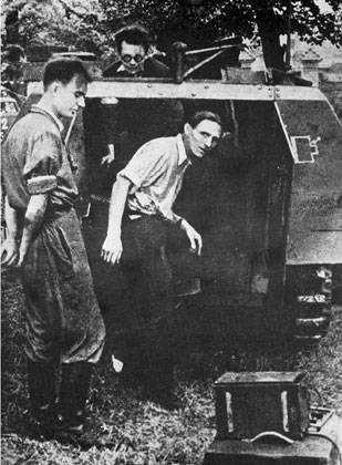 File:Warsaw Uprising by Bukowski - szary wilk - 165.jpg