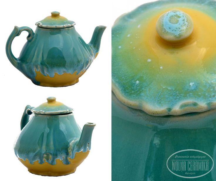 Little kettle for tea essence.