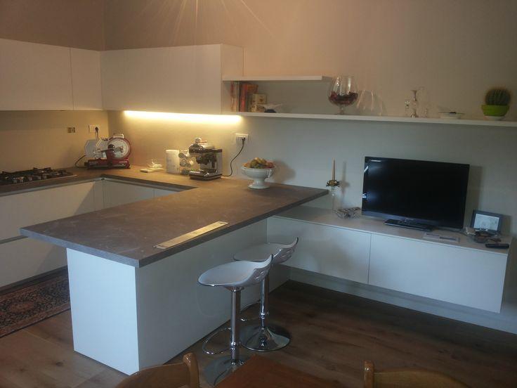 Cucina One80 di Ernestomeda in melaminico Bianco  www.magnicasa.it #magnicasa #arredamentiarezzo #follow