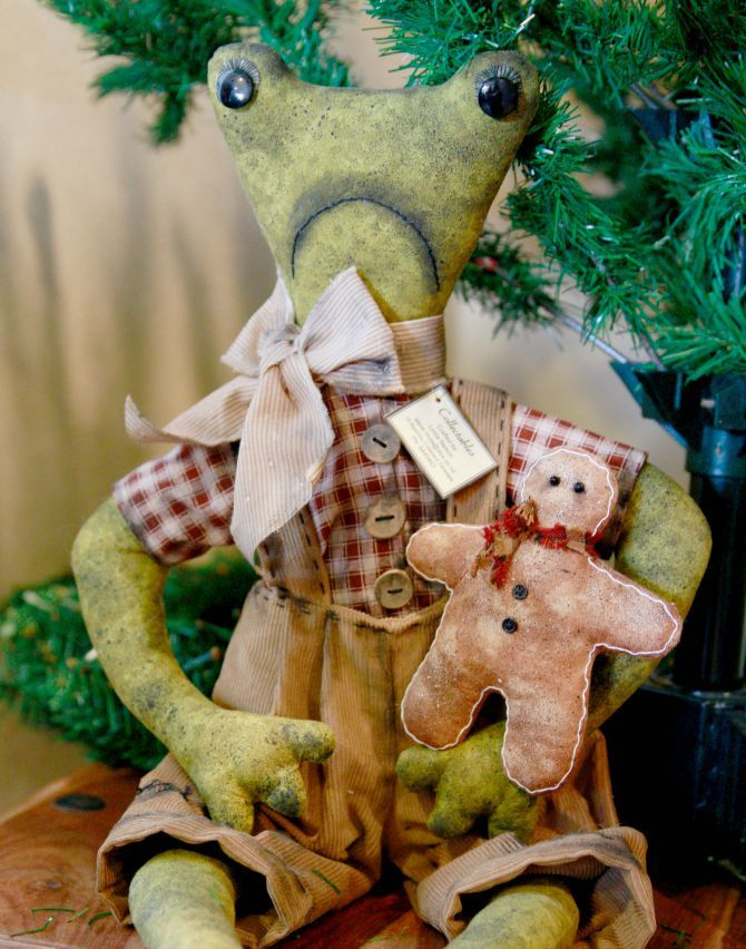 Christmas frog and gingerbread by TheChristmasDen on Etsy
