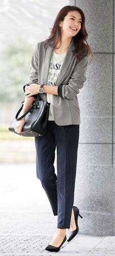 カットソーテーラードジャケット(長袖)+ロゴカットソープルオーバー(七分袖)+ストライプタックテーパードパンツ(九分丈)+両面内側ファスナー付バッグ+ポインテッドパンプス