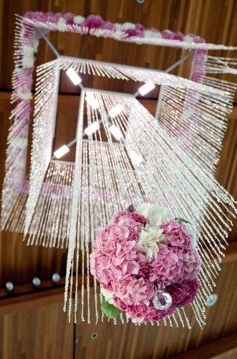 Suspended floral decoration