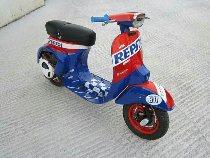 Vespa 50 special Repsol Airbrushed - umbeDesign -