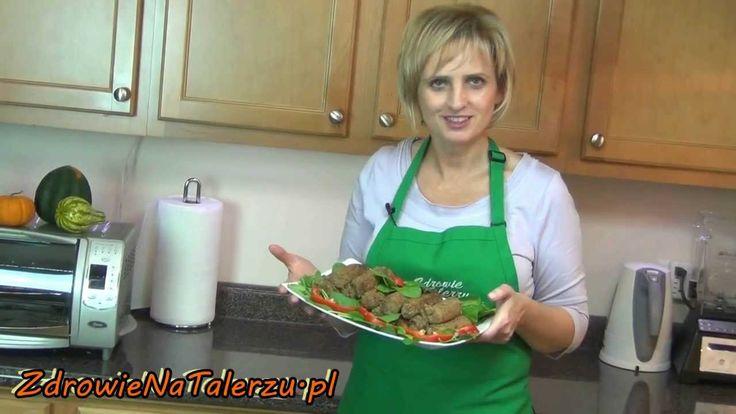 ZdrowieNaTalerzu.pl -poleca krokiety na skróty z soczewicy zielonej, kapusty kiszonej, orzechów i.... resztę obejrzyjcie sami.