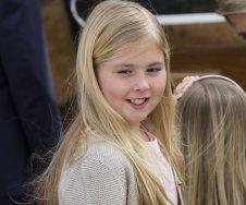Die Tochter von Kronprinz Willem-Alexander und Kronprinzessin Máxima ist die erste Prinzessin Oraniens. Amalia gilt als fröhliches blondes Mädchen.