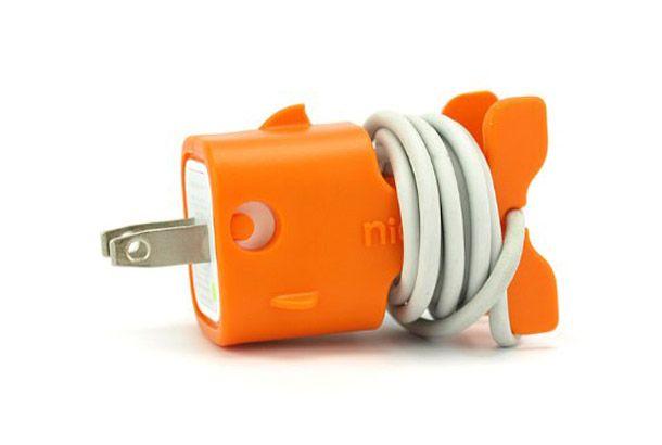 とってもキュートなiPhone用ケーブルホルダー「CableKeeps Goldie for iPhone」   roomie(ルーミー)