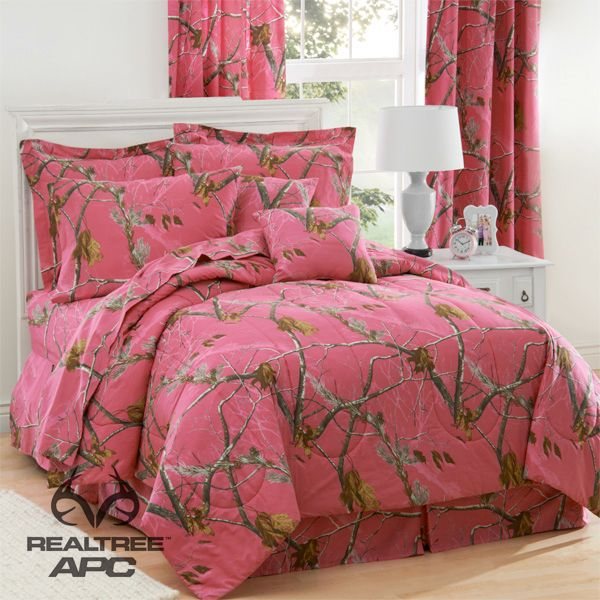 Realtree Hot Pink Camo Bedding Set. Available in twin, full and queen.   #realtreecamo #camobedding