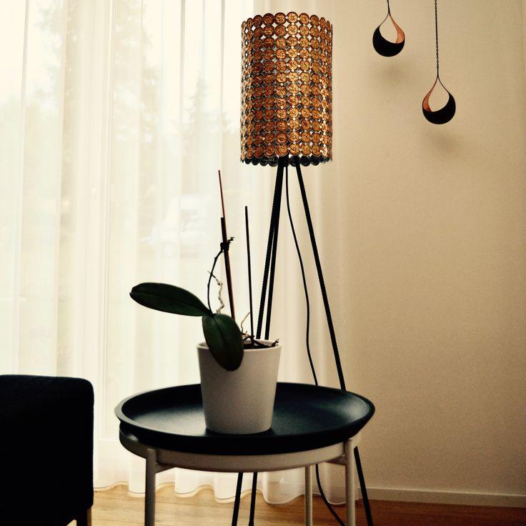 Die Eleganz Der Drei Beine Und Die Metallischen Farben Des Schirms Geben  Dieser Dimmbaren Leuchte Gute Chancen Das Top Möbel In Ihrem Raum Zu Werden.