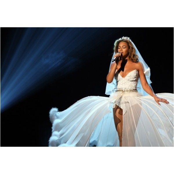 Best Song: Beyonce - Halo - MTV Europe Music Awards 2009 ❤ liked on Polyvore featuring beyonce and music