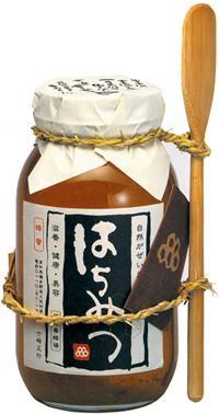 A honey jar designed by Sakota Tsukasa. For you honey packaging lovers
