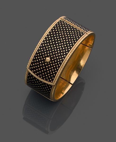 Bracelet ruban en or jaune (750 millièmes) rigide et articulé, stylisé d'une [...], Bijoux et Montres à Leclere - Maison de Ventes | Auction.fr