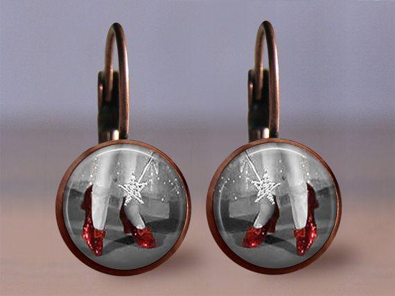À la main par MaDGreen créations    Assistant de belle pantoufle rubis de boucles doreilles de oz image artistique. Votre choix de finition et