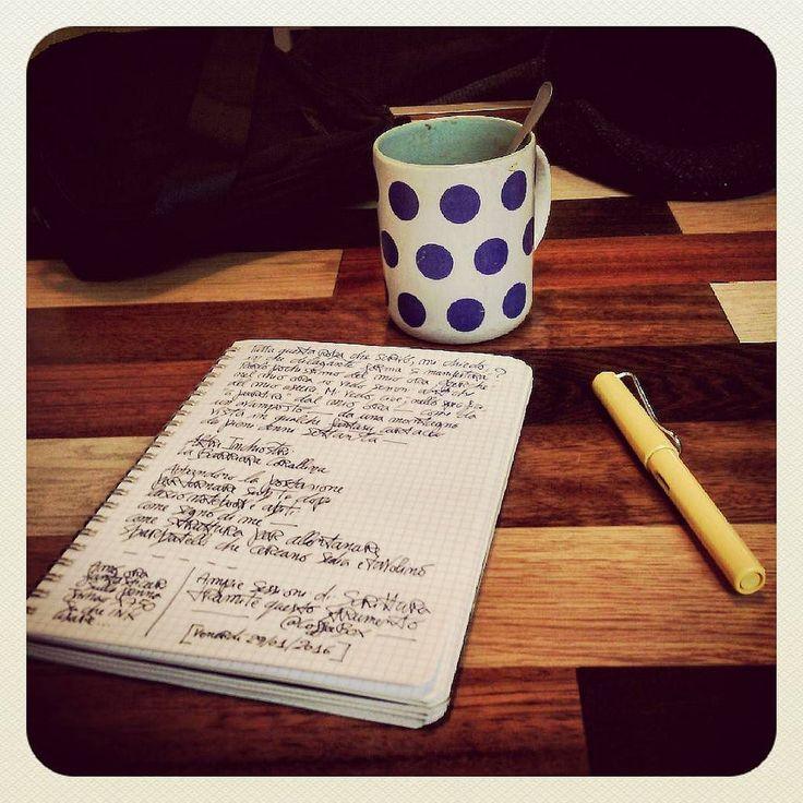 Il rito della seconda colazione prima di vedere FVR... #thecoffeebox #writing #notebookism #coffee #visual